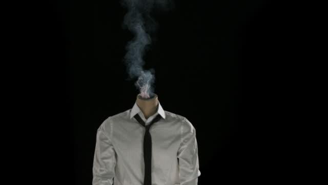 rauchen vom hals bis - geköpft stock-videos und b-roll-filmmaterial