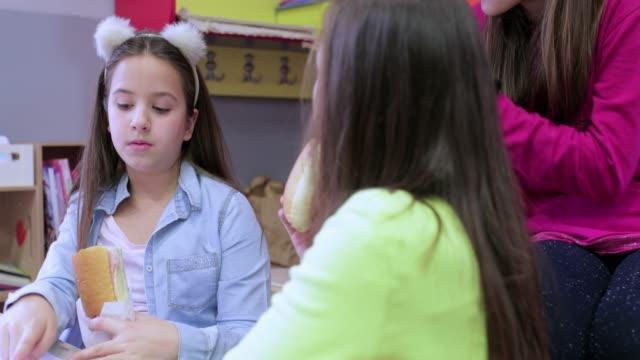 Snack time in school video
