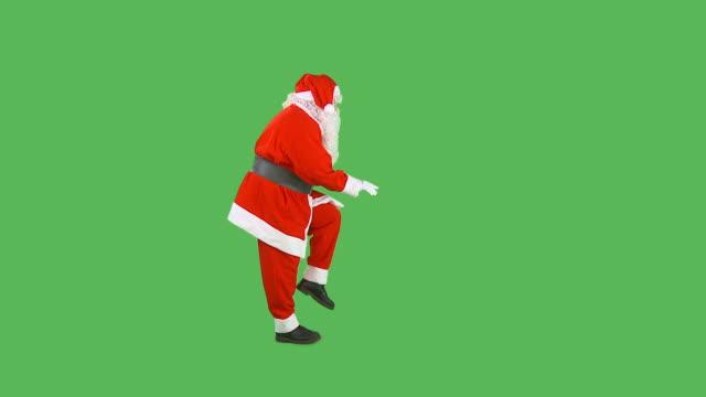 hd: dando santa - santa claus tiptoeing video stock e b–roll