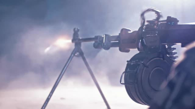 vidéos et rushes de formation de sniper sur un champ de tir. mitrailleuse lourde - mitrailleuse