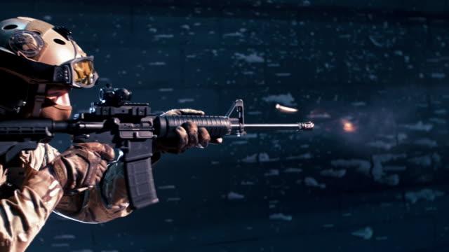 vidéos et rushes de formation de sniper sur un champ de tir. mitrailleuses - mitrailleuse