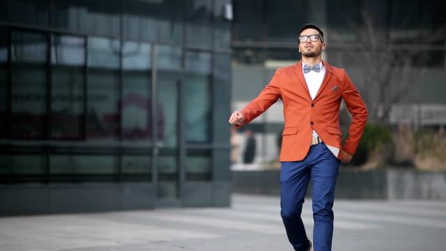 stockvideo's en b-roll-footage met snobish en pretentieus - men blazer