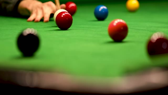 snooker - aim and hit the red ball into a pocket