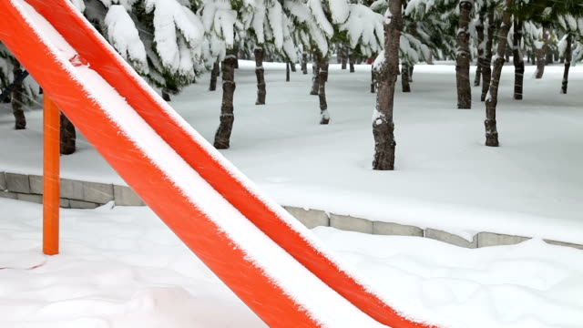 neve e parco per bambini - disordine affettivo stagionale video stock e b–roll