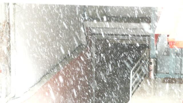 schnee in ankara im winter - garage - ankara türkei stock-videos und b-roll-filmmaterial