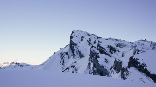 snow capped berg i wengen, schweiz - wengen bildbanksvideor och videomaterial från bakom kulisserna