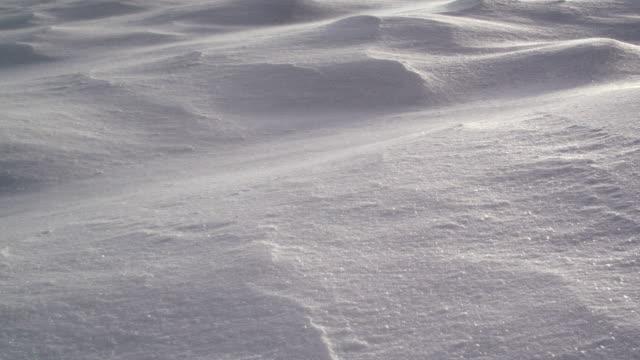 雪風リップル マークの上に流れて - 冬点の映像素材/bロール