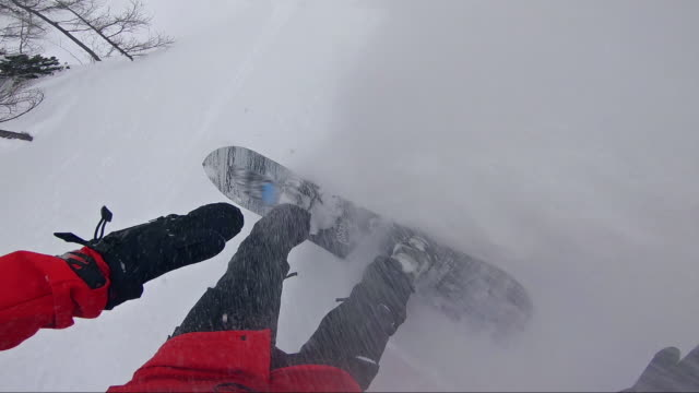 snowboarder doing tricks while riding powder - sci freestyle video stock e b–roll