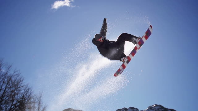 snowboarder salti - snowboarding video stock e b–roll