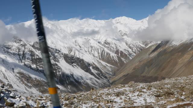 schneebedeckten berge des himalaya - himachal pradesh stock-videos und b-roll-filmmaterial
