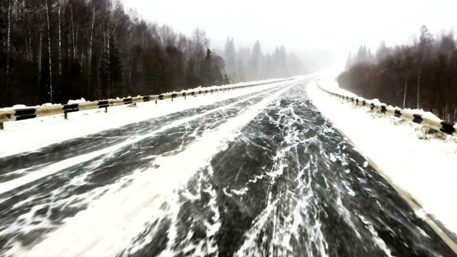 雪で覆われたカントリー road - シベリア点の映像素材/bロール