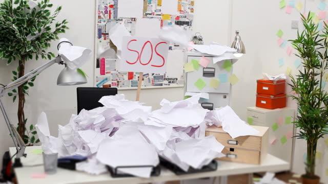 загружен с документами - грязный стоковые видео и кадры b-roll