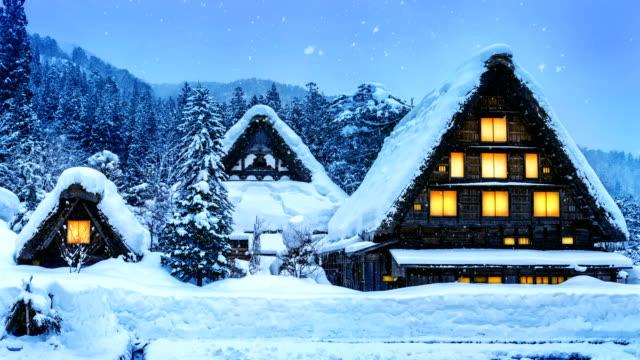 snowfall in shirakawa-go village in winter, unesco world heritage sites, japan. - obiekt światowego dziedzictwa unesco filmów i materiałów b-roll