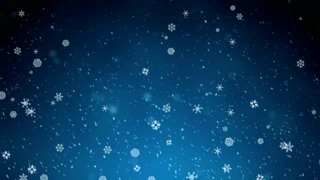 vídeos y material grabado en eventos de stock de nevar: resumen nítidas y borrosas partículas enjambre contra fondo azul - holiday background