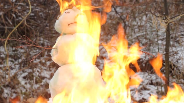 snowman on fire. christmas holiday horror concept. - christmas background стоковые видео и кадры b-roll