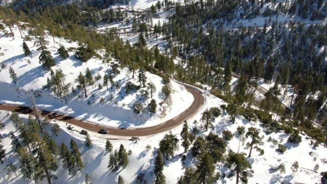 雪山道路空中写真 - カリフォルニアシエラネバダ点の映像素材/bロール