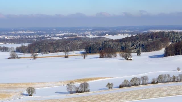 verschneite winterlandschaft in bayern, deutschland - kloster stock-videos und b-roll-filmmaterial