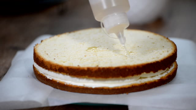 Soaking Sponge Cake Layer with Syrup video