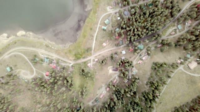 vídeos de stock, filmes e b-roll de filmagens de drone crescentes sobre a zona do lago na grande mesa em colorado do oeste - aspen colorado