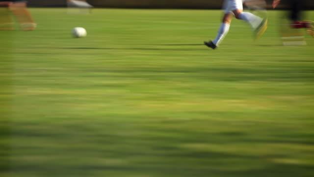 vidéos et rushes de action dans un match de football - ligue sportive