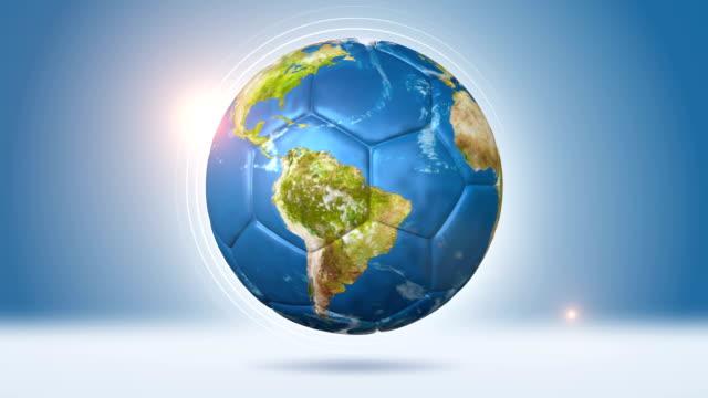 vídeos de stock, filmes e b-roll de bola de futebol em formato de globo - futebol internacional