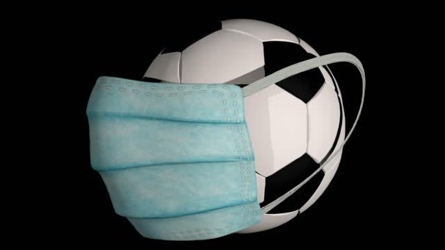 stockvideo's en b-roll-footage met de bal van het voetbal met een masker van het gezicht van de chirurgie - sportcompetitie
