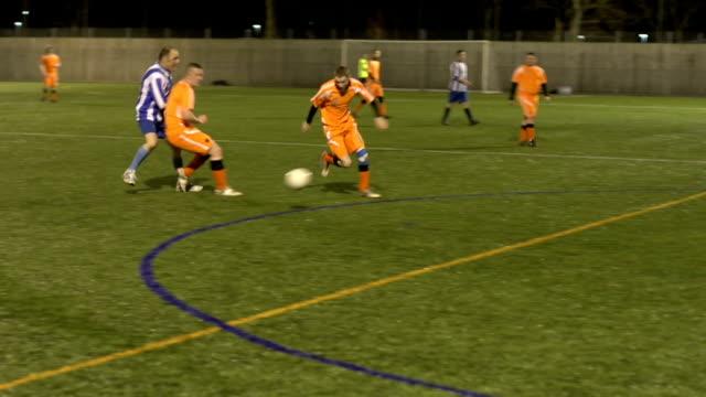 サッカー、サッカーボールを追跡 - サッカークラブ点の映像素材/bロール