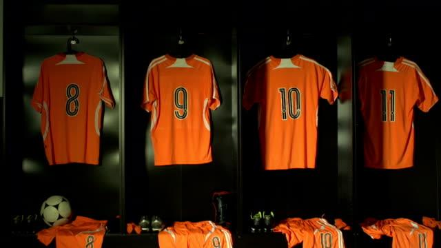 stockvideo's en b-roll-footage met soccer or football locker / changing room, dolly (sports kit) - sportcompetitie