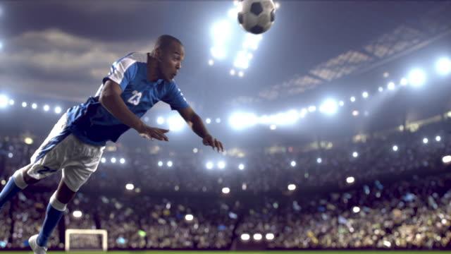 Jugador de fútbol hace un Kick - vídeo