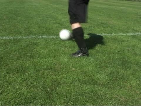 サッカー選手ランニング - サッカークラブ点の映像素材/bロール