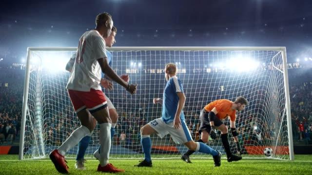 vídeos y material grabado en eventos de stock de jugador de fútbol de los puntajes un objetivo - fútbol
