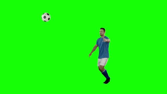 サッカー選手がボールを打つ - サッカー点の映像素材/bロール