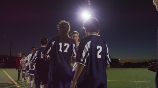 vídeos de stock e filmes b-roll de soccer teams shaking hands after a game - equipa desportiva