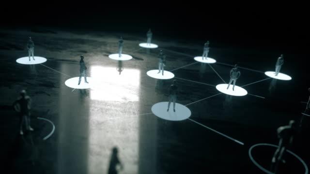 vídeos de stock e filmes b-roll de social distancing, covid-19 - envolvimento dos funcionários