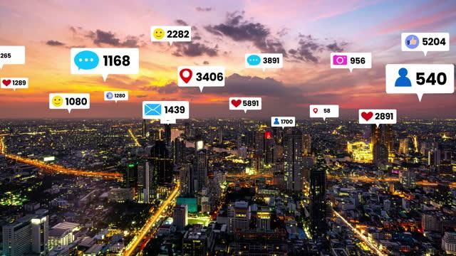 sociala medier ikoner flyga över stadens centrum visar människor engagemang anslutning - sociala frågor bildbanksvideor och videomaterial från bakom kulisserna