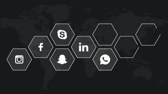 social media-logotypen kompileringsanimering. facebook, instagram, youtube, skype, twitter, linkedin, whatsapp, tinder, snapchat. alla logo typer och varumärken förblir egendom tillhör ande sina respektive ägare. endast för redaktionellt. - logotyp bildbanksvideor och videomaterial från bakom kulisserna