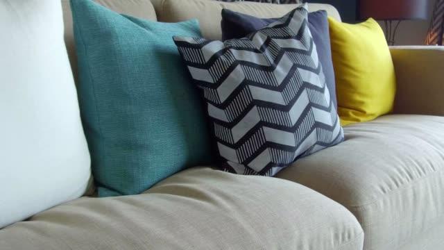 stockvideo's en b-roll-footage met bank met kleurrijke kussens in moderne woonkamer - couch