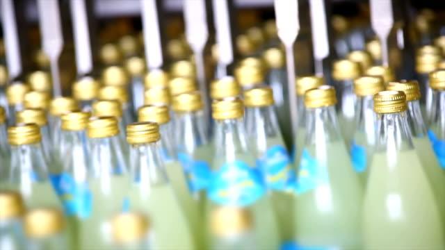 Erfrischungsgetränk Bottling Linie Nahaufnahme – Video