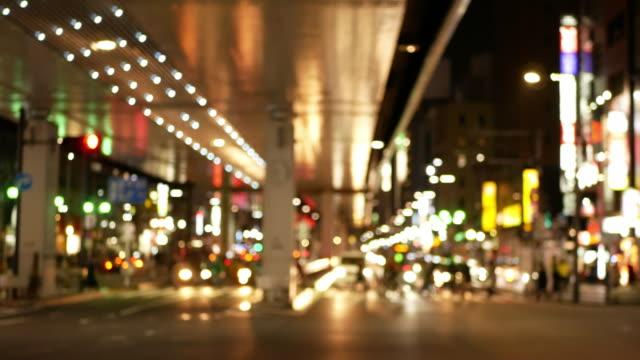 ソフト フォーカス - 六本木交差点の繁華街の夜景 - 交差点点の映像素材/bロール