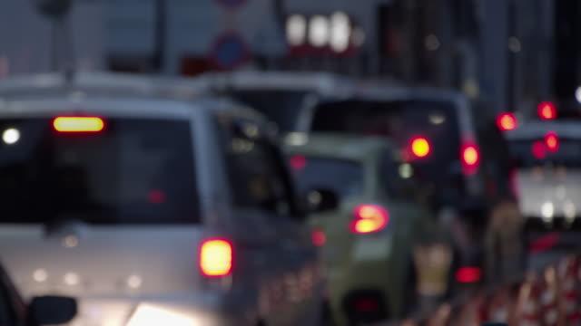 softfocus - trafik sıkışıklığını tokyo japonya akşam - trafik sıkışıklığı stok videoları ve detay görüntü çekimi