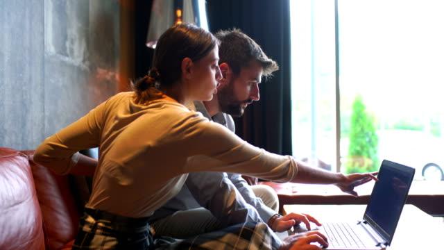 software developers doing some quick overview - продвижение трудовые отношения стоковые видео и кадры b-roll