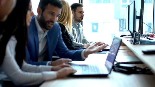 software developers doing some research. - продвижение трудовые отношения стоковые видео и кадры b-roll