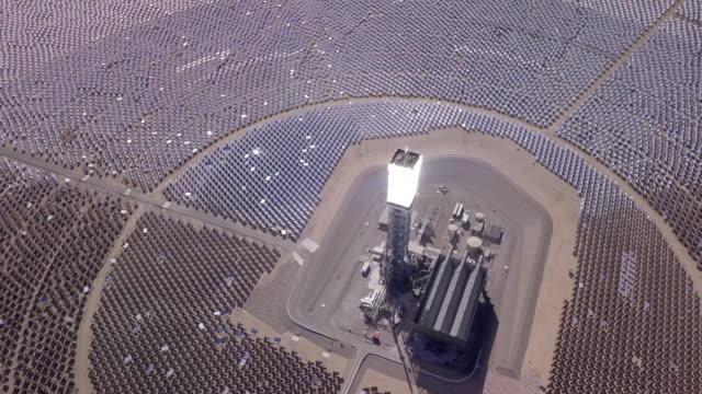 fattoria solare - sottostazione elettrica video stock e b–roll