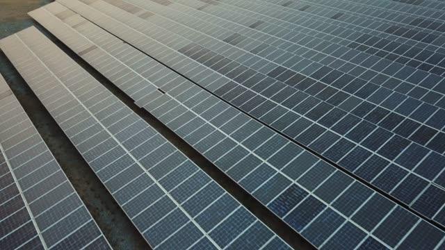태양열 농장 - 태양 에너지 스톡 비디오 및 b-롤 화면