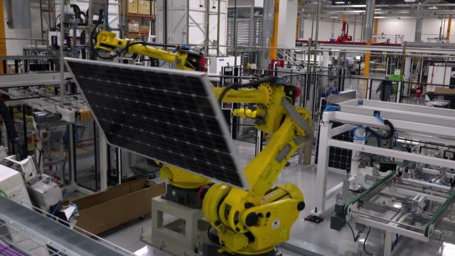 vídeos de stock e filmes b-roll de solar panel framing process in a modern photovoltaic factory - fabricar