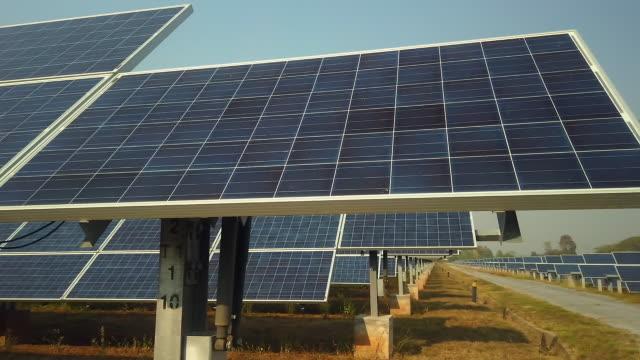 vídeos de stock e filmes b-roll de solar panel(solar cell) with the cloud on sky. - equipamento solar