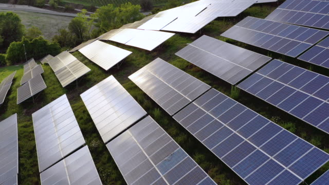 solar panels fields on the green hills - energia rinnovabile video stock e b–roll