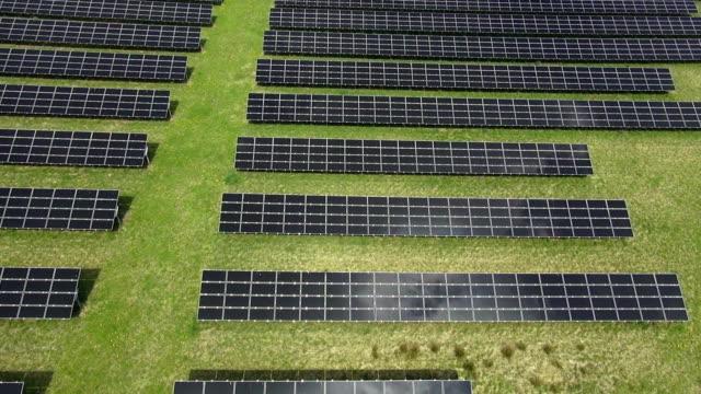 Solar Power Plant Luftaufnahme der Überführung von – Video