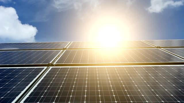 Solarkraftwerk mit Sonne, Zeitraffer – Video