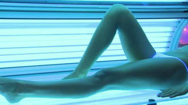 солярий, спа-процедуры - загар стоковые видео и кадры b-roll